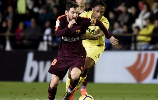 Barcelona's Argentinian forward Lionel Messi (L) vies with Villarreal's Portuguese defender Ruben Semedo during the Spanish league football match between Villarreal CF and FC Barcelona at La Ceramica stadium in Vila-real on December 10, 2017. / AFP PHOTO / JOSE JORDAN