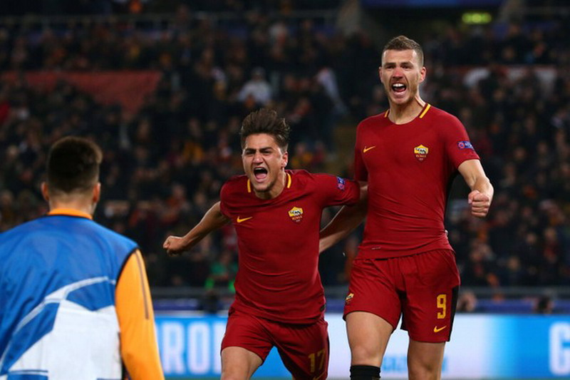 Soccer Football - Champions League Round of 16 Second Leg - AS Roma vs Shakhtar Donetsk - Stadio Olimpico, Rome, Italy - March 13, 2018   Roma's Edin Dzeko celebrates with Cengiz Under after scoring their first goal    REUTERS/Max Rossi