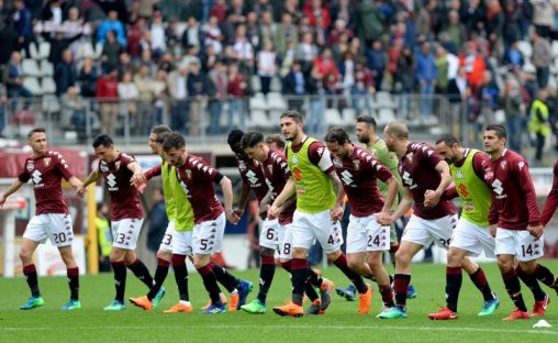 Soccer Football - Serie A - Torino vs Inter Milan - Stadio Olimpico Grande Torino, Turin, Italy - April 8, 2018   Torino celebrate after the match    REUTERS/Massimo Pinca